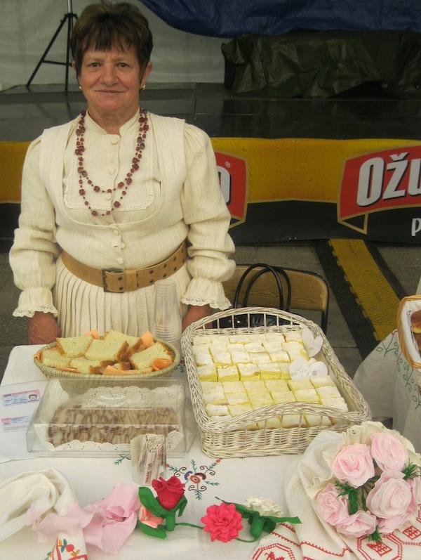 Marica Kipa za svojim stolom (Fotografija Miljenko Brezak / Oblizeki)