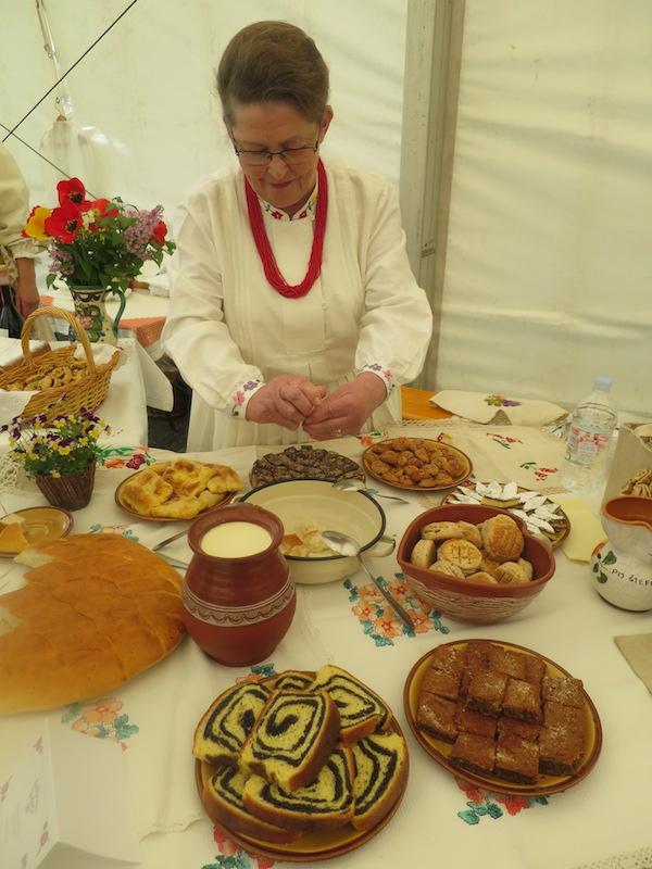 Štefica Filipaj za svojim izložbenim stolom na Babičinim kolačima (Fotografija Božica Brkan / Oblizeki)