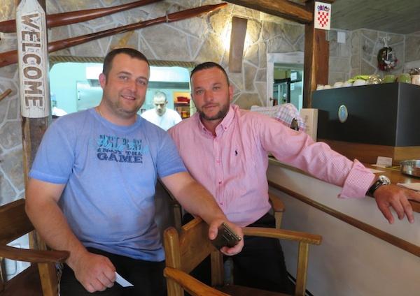 Chef Neven malnar i Miroslav Mijolović u Karoci (Fotografija Božica Brkan / Oblizeki)