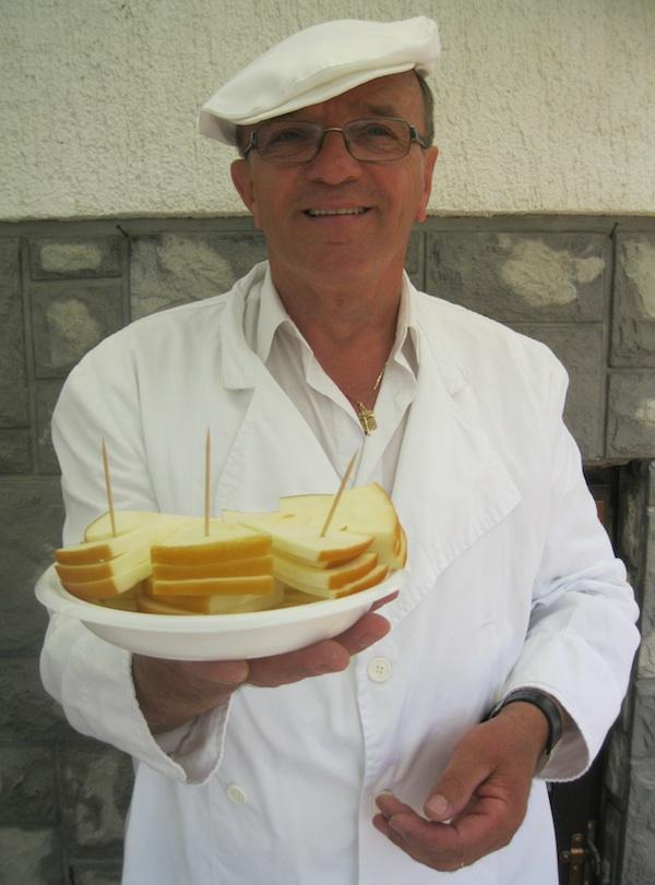 Sve češće sir se nudi izravno i dio je turističke ponude: s ličke Ceste sira (Fotografija Božica Brkan / Oblizeki)
