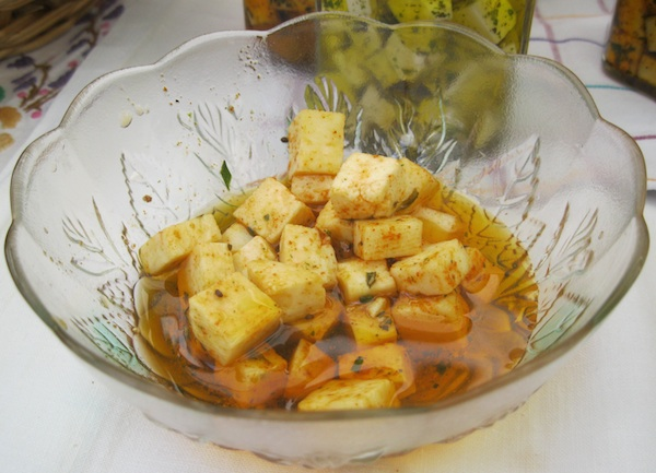 Koliko ljudi jede sir ispod uja sa začinima? (Fotografija Božica Brkan / Oblizeki)