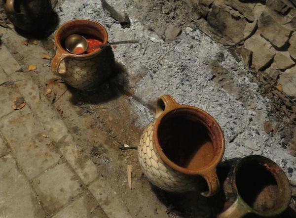 Još je na ognjištu kuhanoga graha i ostalo (Fotografija Božica brkan / Oblizeki)