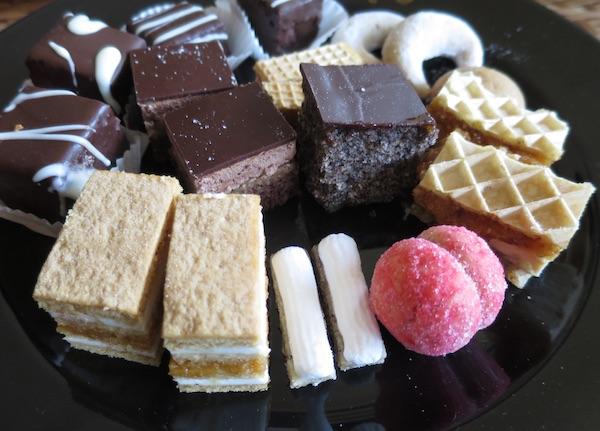 Tanjur domaćih kolača (Fotografija Božica Brkan / Oblizeki)