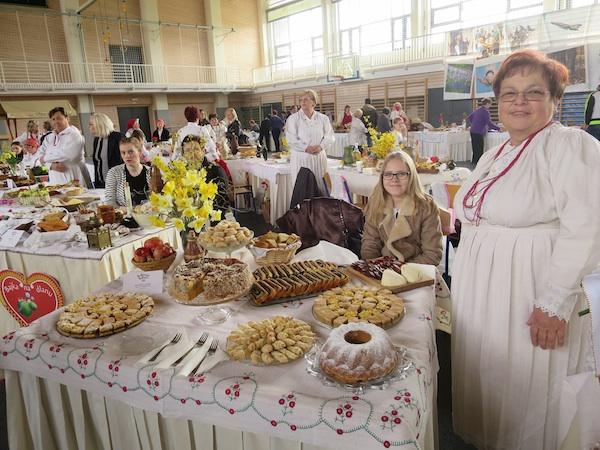 Pobjednica Zdenkica Ljubić sa svojim izložbenim stolom (Fotografija Miljenko Brezak / Ooblizeki)