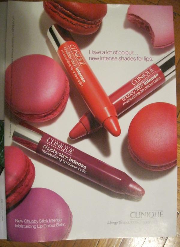 Novinska reklama sjajila za usne i macaroni u istim bojama - presnimljena novinska reklama / Oblizeki