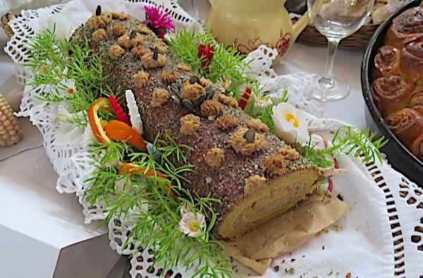 Starinska rolda vrlo je trendi, a ukrašena je također na starinski, asparabusom (Fotografija Božica Brkan / Oblizeki)