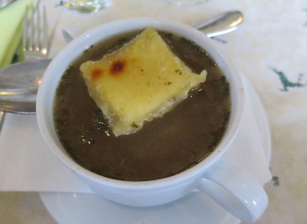Austrijski štruklić poslužen da plica u bistroj juhi (Fotografija Božica Brkan / Oblizeki)