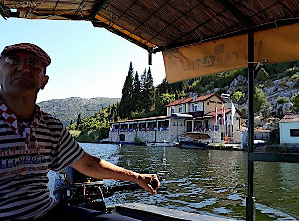 Do Pavine Neretvanske kuće samo lađom (Fotografija Božica Brkan / Oblizeki)