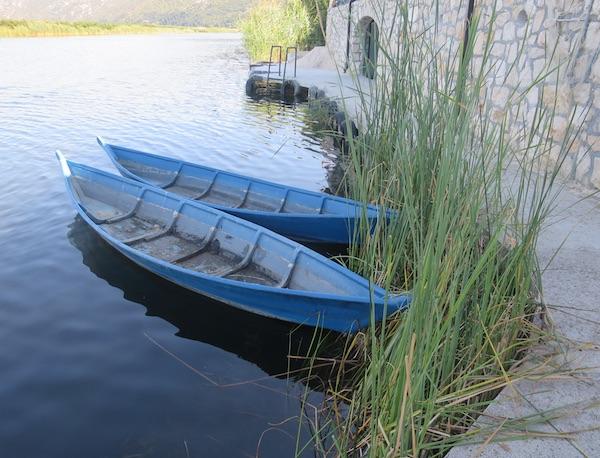 Trupice pred Neretvanskom kućom: njima se nekad sve prevozilo Neretvom (Fotografija Božica Brkan / Oblizeki)