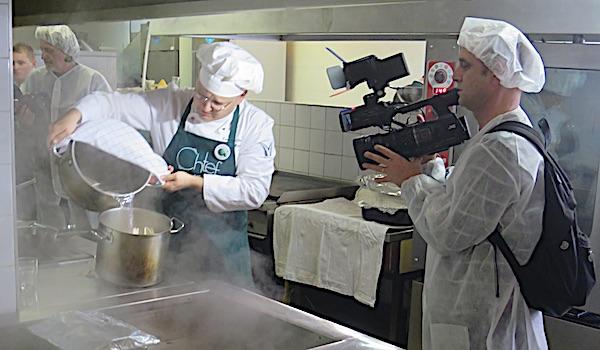 U znoju lica svog i u pari: chef Mislav Božić, jedan od natjecatelja (Fotografija Miljenko Brezak / Oblizeki)