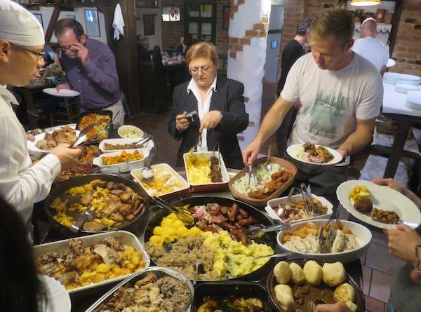 Što to sve ima ponuđeno s baučama na moslavačkome stolu (Fotografija Miljenko Brezak / Oblizeki)