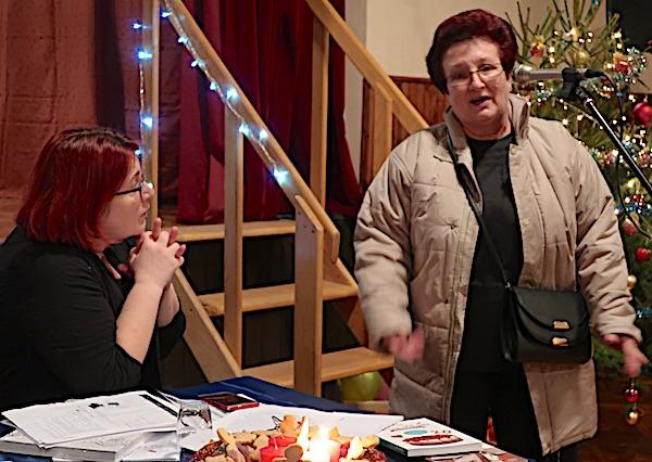 Smilja Mihelja govori o tome kako peče kolače na pkešinskom predstavljanju knjiga Božice Bran u prosincu 2017. (Fotografija Miljenko Brezak / Oblizeki)