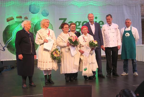 Prošlogodišnji tron. Koja babica i koja slastica će se popet na ovogodišnji u Oroslavju? (Fotografija Miljenko Brezak / Oblizeki)