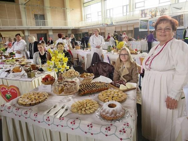 Stol i Zdenkica koja je natjecanje dovela u Oroslavje (Fotografija Miljenko Brezak / Oblizeki)