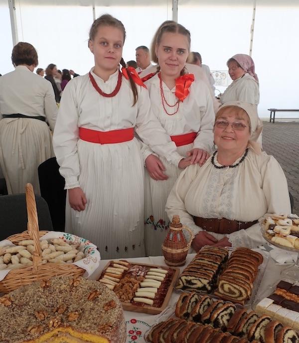 Gospođa Zdenkica ponosi se i svojim stlom i svojim unučicama (Fotografija Miljenko brezak / Oblizeki)