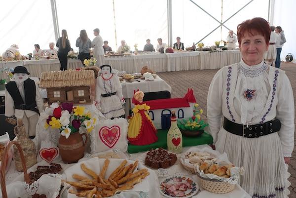 Branka Jagić za svojim izlagačkim stolom (Fotografija Miljenko Brezak / Oblizeki)
