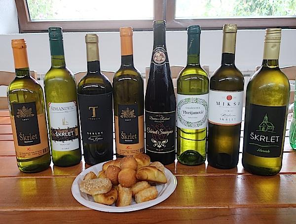 Moslavačka vina u vinskom dvoru u Popovaci Marko Sušac na ulazu u svoj restoran August u restauriranoj drvenoj hiži Fotografija Miljenko Brezak / Oblizeki)