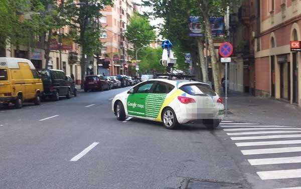 Foto de uno de los coches de Google Maps fotografíando Barcelona