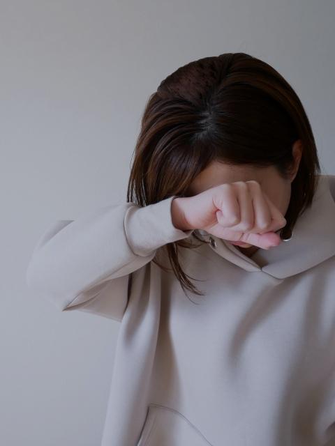泣いている 女性