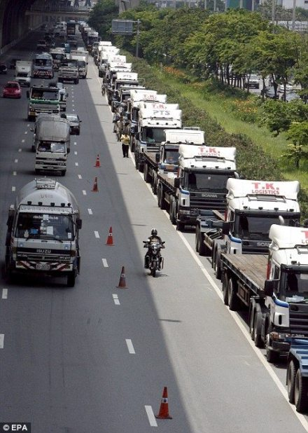 Thai truckers block roadway outside Bangkok due to high fuel costs