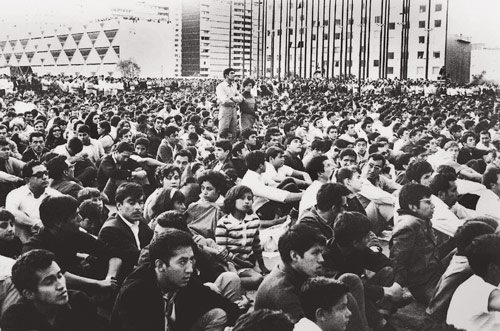 Thousands of demonstrators gathered peacefully in Las Plaza de los Tres Culturas. PHOTOS COURTESY CENTRO CULTURAL UNIVERSITARIO TLATELOLCO, MUSEO MEMORIAL 68