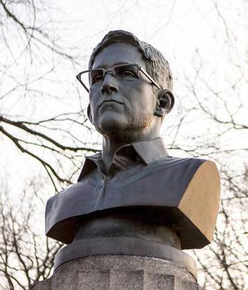 Edward Snowden bust
