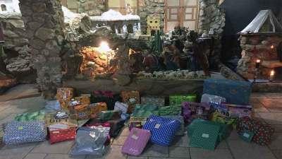 El colegio Santa María de Gracia regentado por la Comunidad de Madres Agustinas de Huelva han regalado grandes dosis de solidaridad a la Asociación de Obras Cristinas de Gibraleón.