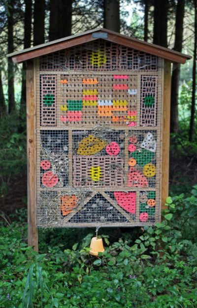 insect-hotel-452978_1920-by-antranias-pixabay-com