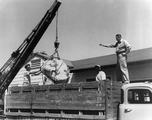 LaPaz recovering Kansas meteor, 1948