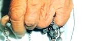 madreteresa-mano con rosario1