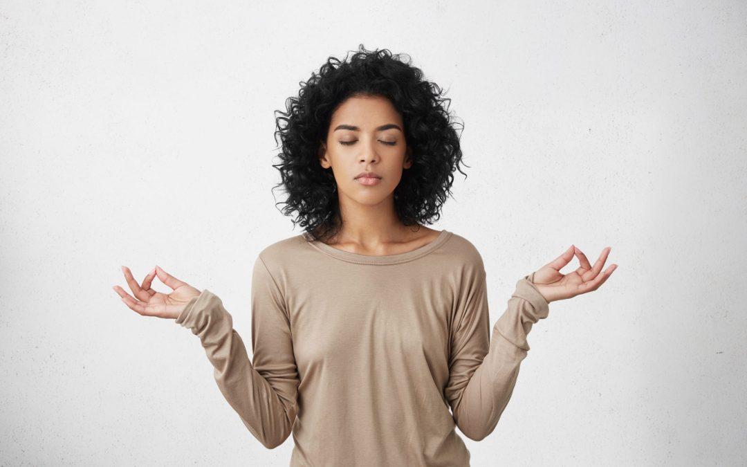 61,7% dos brasileiros adotam práticas integrativas como meditação e fitoterapia para ampliar autocuidado