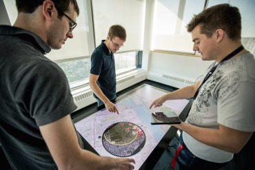 Equipo de Thales Group trabajando. Foto: Thales.