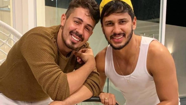 Pela primeira vez, Carlinhos Maia e Lucas Guimarães se beijam em público
