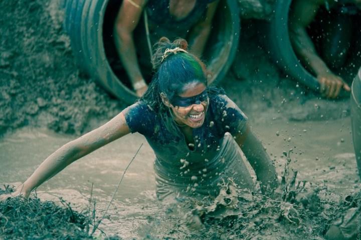 Des tuyaux et de la boue. Photo cc by nc nd par Bernard Lacotte