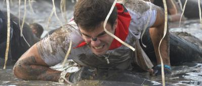 Photo Bruno Bade / ASO - The Mud Day Cabourg 2015 - 19/09/2015 - Cabourg - France - Photo libre de droit - Un Mud Guy sur l'obstacle Adrenaline Shots