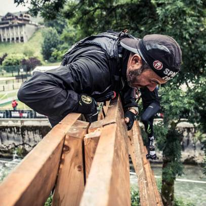 Les franchissements : De nombreux murs et palissades sont à franchir sur la course. Le plus haut fait près de trois mètres.