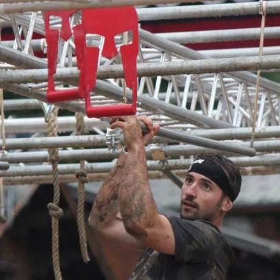 Le rig : À la force des bras, un enchainement de monkey mars, d'anneaux et de cordes.