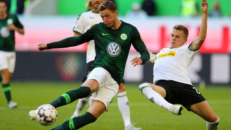Wout Weghorst scored Wolfsburg's second equaliser against Gladbach