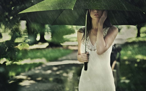 girl-summer-umbrella-rain-the-mood.jpg
