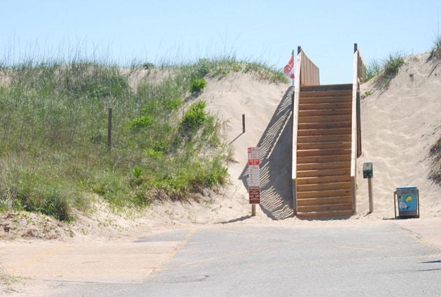 hollowell-beach-access1