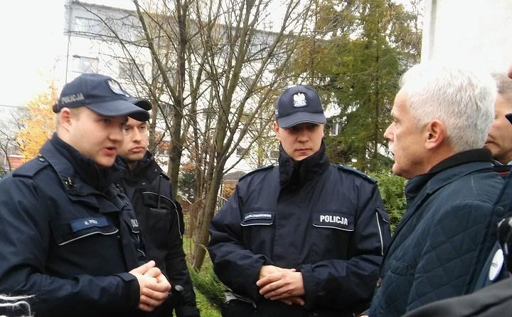 Interweniujący policjanci i wspierający nas poseł Huskowski