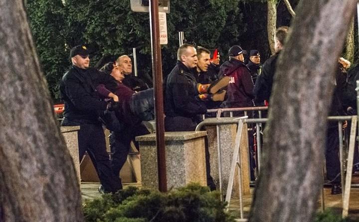 Obywatele RP wynoszeni przez straż marszałkowską