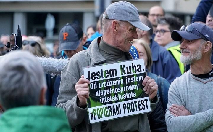 Kuba i Krzysztof, podczas jednej z pikiet wsparcia RON przed Sejmem