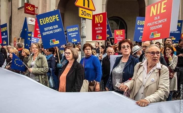 """Demonstracja """"Europo, nie odpuszczaj"""" w Warszawie, 26.06.2018"""