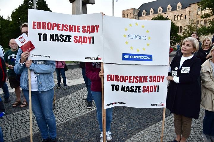 """Demonstracja """"Europo, nieodpuszczaj!"""" wPoznaniu, 26 czerwca 2018"""