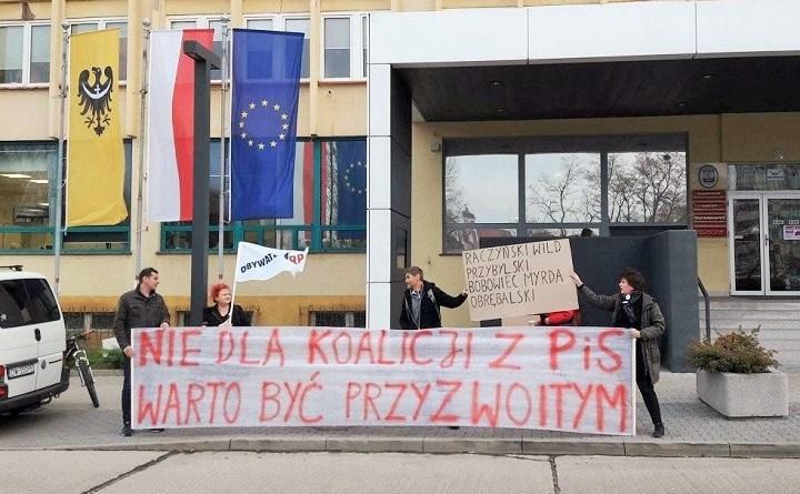 Pikieta przed Urzędem Marszałkowskim we Wrocławiu