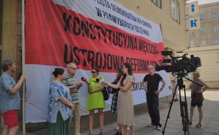 Żądamy rzetelnej debaty oprzyszłości Polski. Pikieta przedbiurem PO