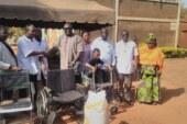 Le maire fait don de matériels et de vivres au centre de rééducation »Yik n kene»