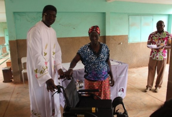 Noël des malades au centre de rééducation YIK N KENE