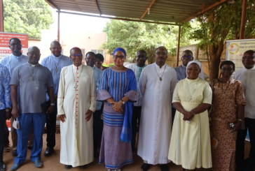 L'Etat Burkinabè fait don de vivres à l' Eglise catholique  par le biais de l'OCADES Caritas Burkina